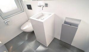 Eine puristisch gestaltete Gästetoilette.