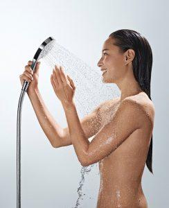 Bereits eine Handbrause kann großen Duschgenuss bieten, wenn sie von einem Qualitätshersteller gefertigt ist. Foto: hansgrohe